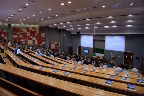 http://sufficientskills.org/wp-content/uploads/2018/10/Univ.-of-Pretoria-groenkloof-campus-lecture-theatre.jpg